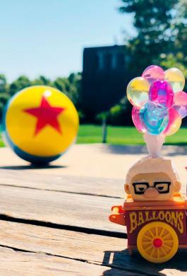 Pelota de Toy Story y los globos de up