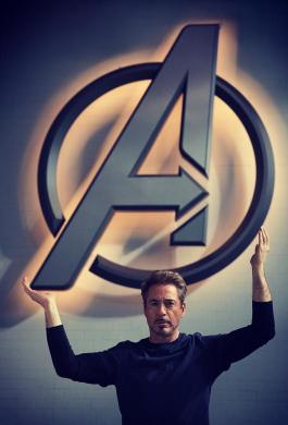 Robet Downey Jr como Tony Stark