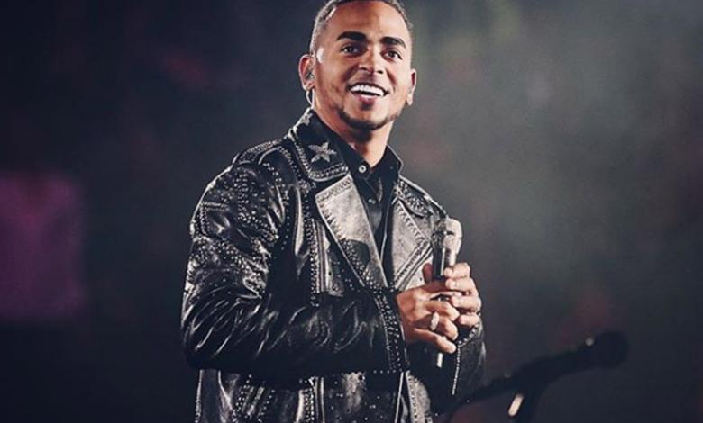 El cantante se disculpó con su público por el contenido que grabó cuando tan solo era un adolescente.