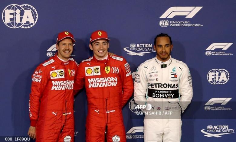 Charles Leclerc junto a Sebastian Vettel y Lewis Hamilton en el Gran Premio de Bahrein