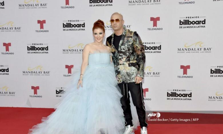 Wisin y su esposa en los Premios Latin Billboards 2019