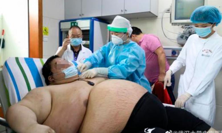 Zhou es atendido por médicos de Wuhan