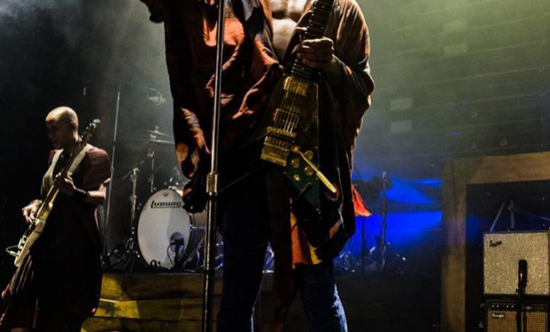 Lenny Kravitz cantando