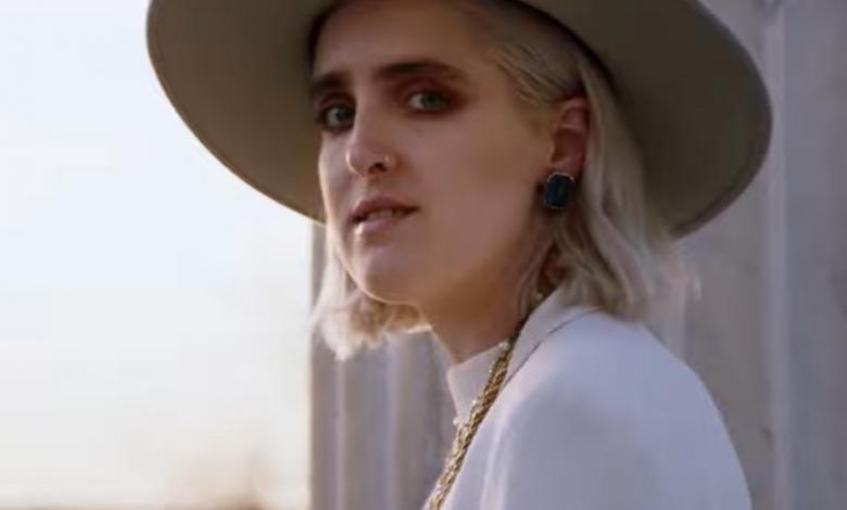 La cantante lanzó el video de su nuevo tema.