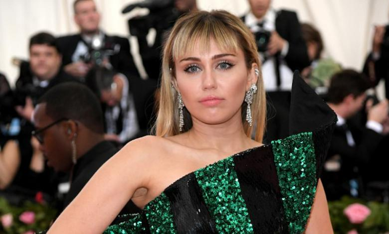 La cantante fue agarrada y besada por un fan en Barcelona.