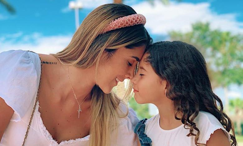 Daniela Ospina junto a su hija Salomé