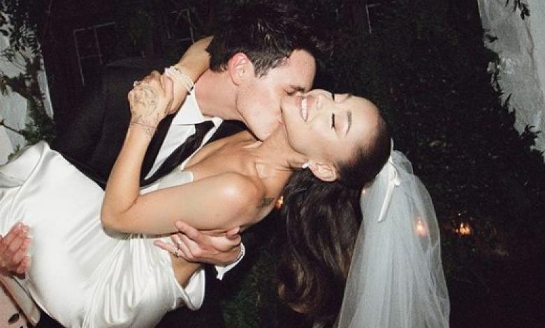 Ariana Grande y Dalton Gómez en su matrimonio