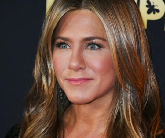 La actriz fue criticada por sus seguidores al creer que era una acción en contra de un fan que la estaba grabando en la calle.
