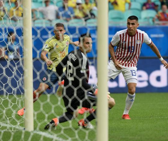 Gustavo Cuellar en la jugada de gol de la Selección Colombia