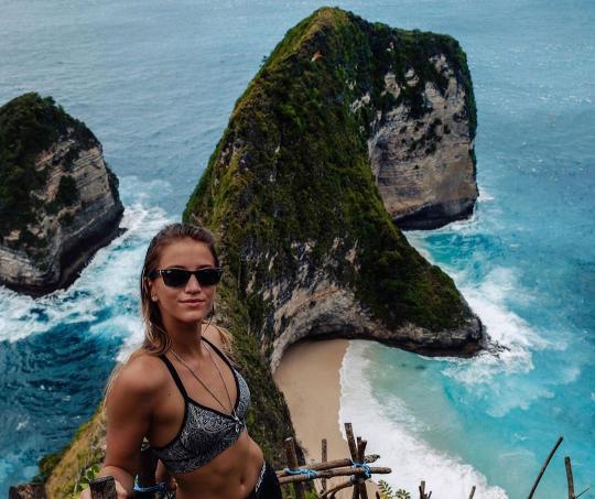Lexie Alford, la mujer que le dio la vuelta al mundo a sus 21 años