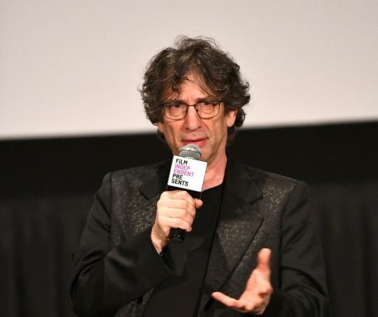 Neil Gaiman, escritor británico creador del personaje de Lucifer.