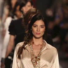La diseñadora publicó una variada gama de tonos claros, oscuros y suaves en prendas holgadas y sueltas.