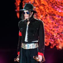 Michael Jackson recibiendo premios