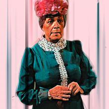 Angelines Fernández como la Bruja del 71