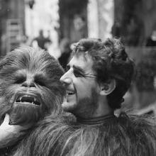Peter Mayhew interpretaba a Chewbacca