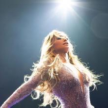 Jennifer Lopez tiene una figura envidiable}