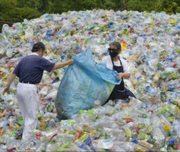 Muchos negocios de reciclado en China se trasladaron a Malasia después de la entrada en vigor de la prohibición.