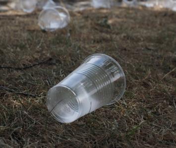 Referencial plásticos de un solo uso.