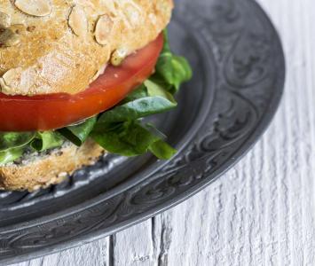 Un estudio reveló que las personas que se cuidan en alimentos tienen más posibilidades de vivir más tiempo.
