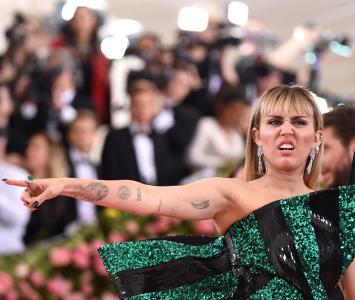 Miley Cyrus llamó la atención en la Met Gala