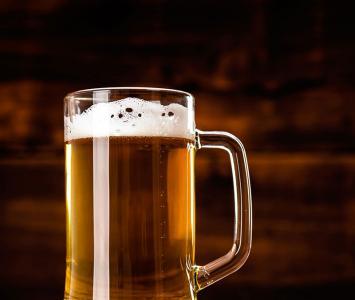 Consumir cerveza ayuda a detener el envejecimiento