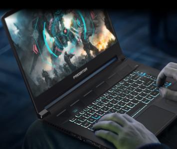 Gamer jugando con el Predator Triton 500