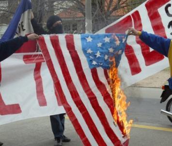 Banderas quemadas de Estados Unidos