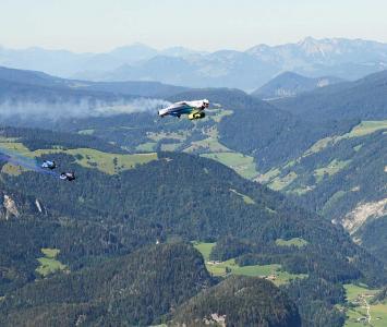 Traje volador eléctrico de la BMW supera los 300 km/h