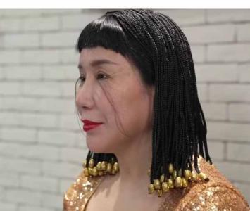 Mujer con pestañas más largas del mundo