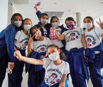 Las niñas fueron escogidas por su rendimiento académico, además de su espíritu científico.