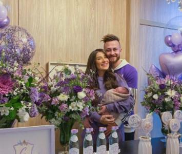 Bianca y Bruno, pareja que decide no asignarle género a su bebé
