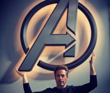 Robet Downey Jr como Tony Stark