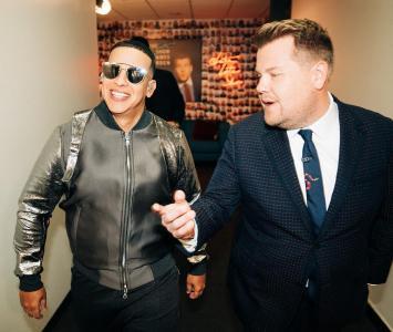 Daddy Yankee junto a  James Corden