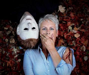 Jamie Lee Curtis junto a Michael Myers