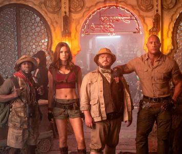 Dwayne Johnson junto al elenco de Jumanji 2