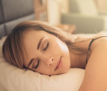 Mujer está durmiendo