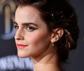 La famosa actriz se robó las miradas por su escultural figura.
