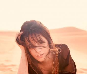 Camila Cabello en el desierto