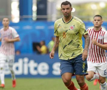 Edwin Cardona jugando con la Selección Colombia