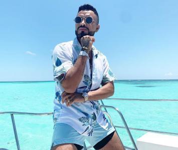 Jhon Alex Castaño es un cantante de música popular