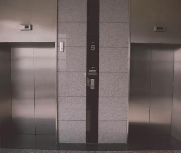 Amor de ascensor en El Cartel