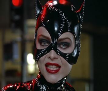 Michelle Pfeiffer interpretando a Gatúbela