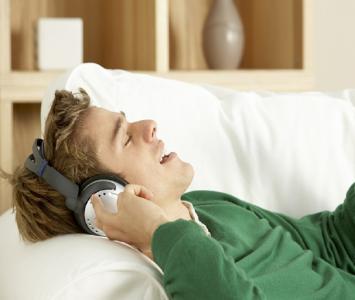 Escuchando música/Referencia