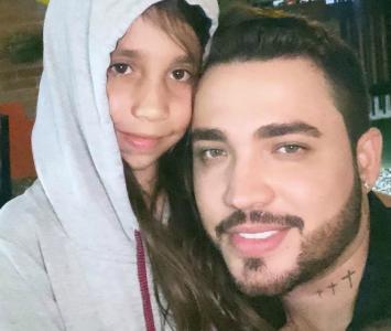 Jessi Uribe y su hija Luna