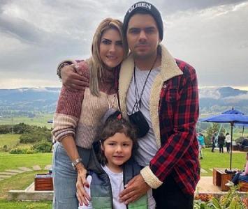 Ana Karina Soto junto a su familia